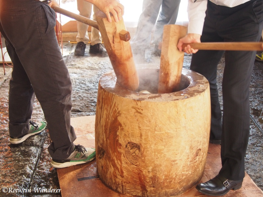 Preparing for the New Year – Mochitsuki/Rice Cake Pounding