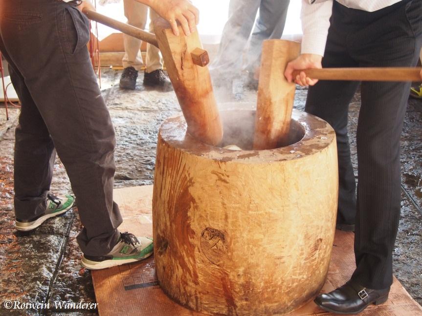 Preparing for the New Year – Mochitsuki/Rice CakePounding